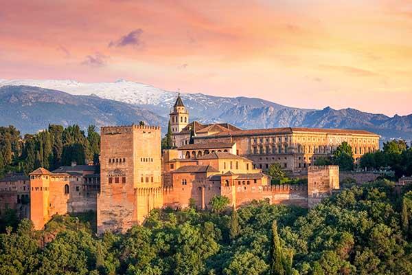 In Welke Spaanse Stad Staat Het Beroemde Alhambra.Granada Spanje Bezoeken Bezienswaardigheden